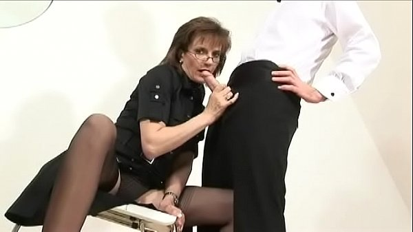 british-milf-sonia-lets-young-friend-cum-on-nylons