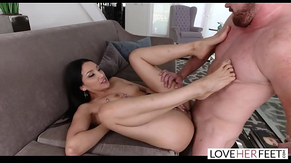 loveherfeet-sexy-vicki-chase-has-her-petite-feet-sucked-and-fucked