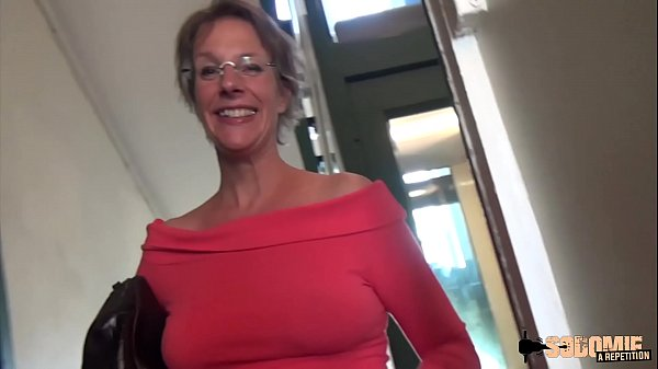 rough-anal-sex-and-squirting-for-this-cougar-mom