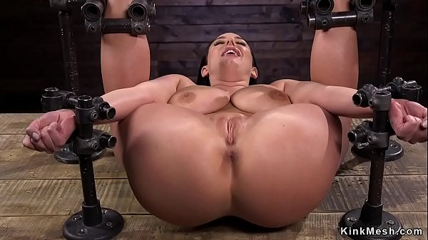 strapped-big-tits-babe-in-device-bondage