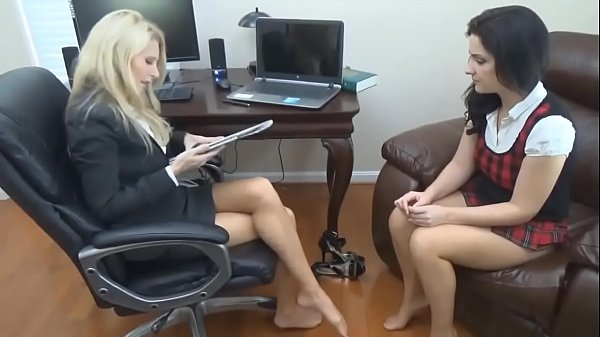 cams4free-net-milf-and-teen-in-pantyhose
