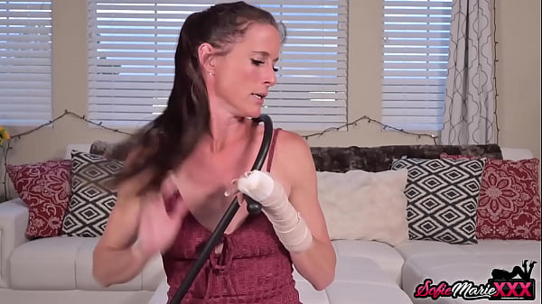 cougar-sofie-maries-pussy-rubbed-before-skillful-blowjob