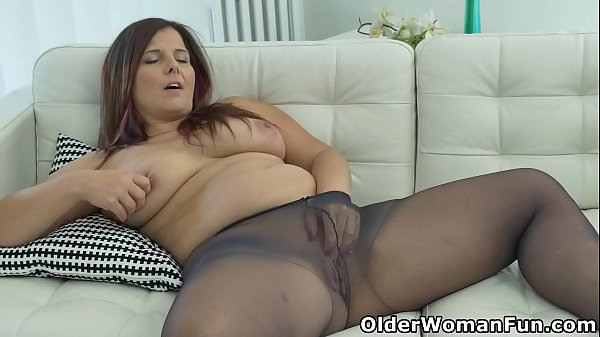 curvy-mature-riona-rubs-her-nyloned-pussy