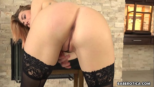 girl-with-pierced-nipples-carter-cruise-is-masturbating-in-4k