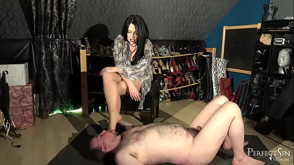 interactive-foot-stand-smoking-and-foot-gagging-from-domina-jemma