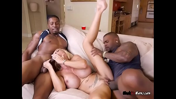 luscious-cougar-brooke-tyler-gets-dicked-down