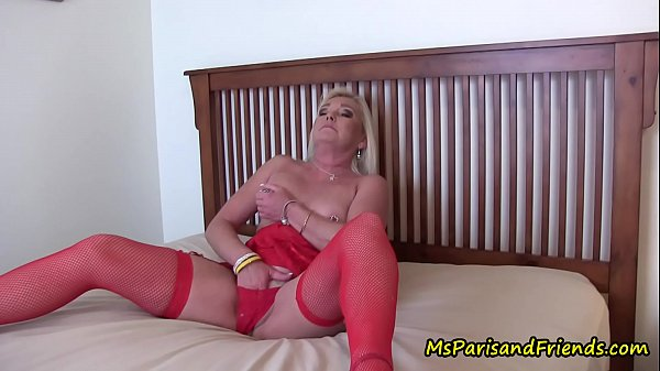 mommy-masturbates-as-her-sons-watch