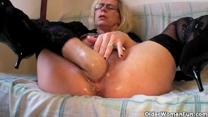 perverted-granny-fists-her-hairy-pussy