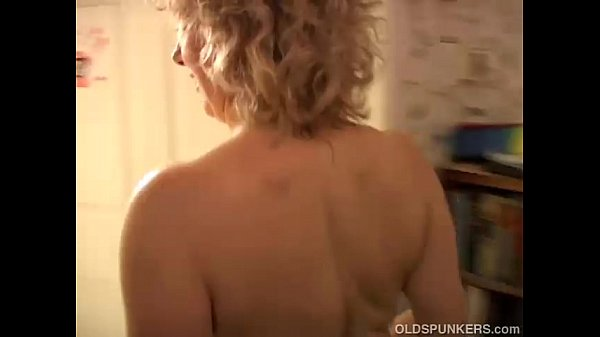 sexy-cougar-loves-to-fuck-a-y-guy