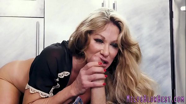 sexy-cougar-sucking-and-stroking
