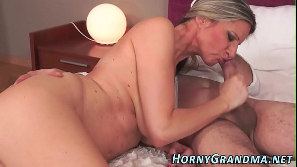 busty-hot-cougar-creamed