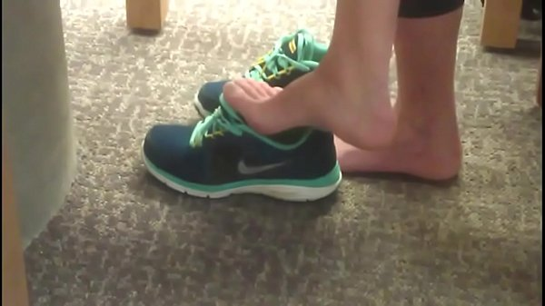 cams4free-net-candid-brunette-feet-in-college-library