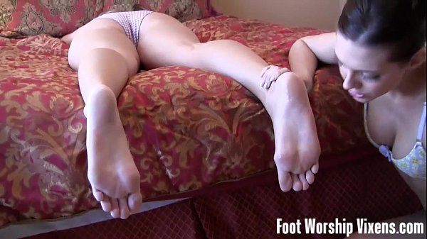 cherry-sneaks-in-and-licks-ladys-sexy-feet