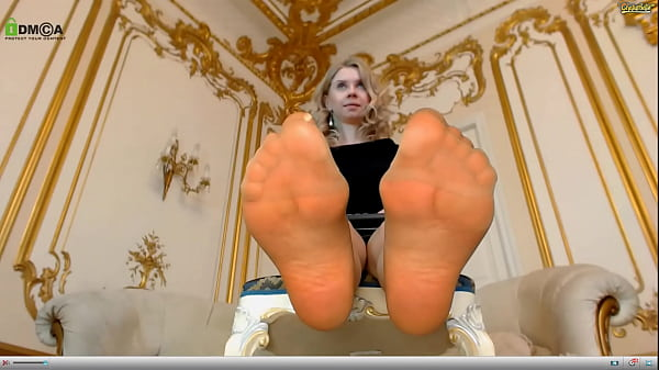 emma-brooks-is-a-pantyhose-slut-with-sexy-nylon-covered-soles-that-she-loves-to-show-off