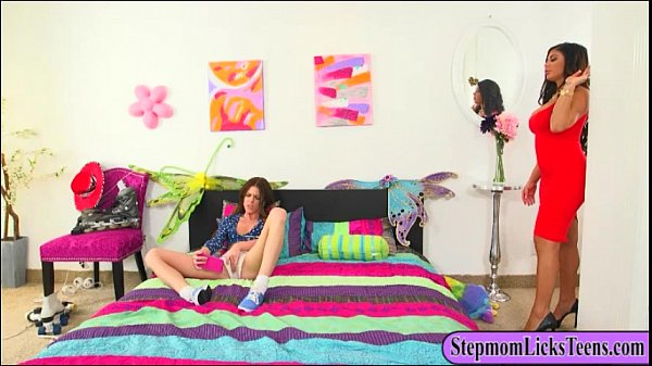 milf-alexa-pierce-and-teen-stacey-levine-lesbosex-on-the-bed