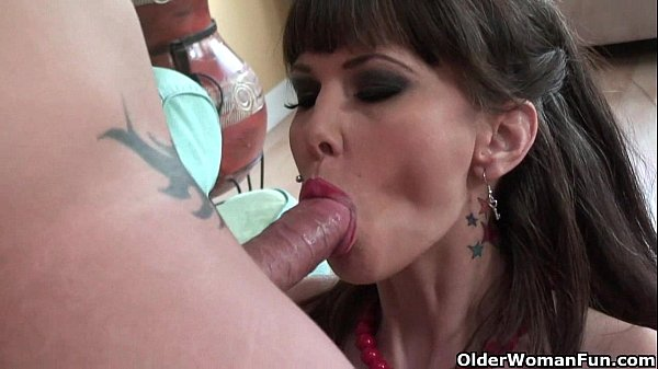 milf-carrie-ann-gets-her-pussy-fucked-deep