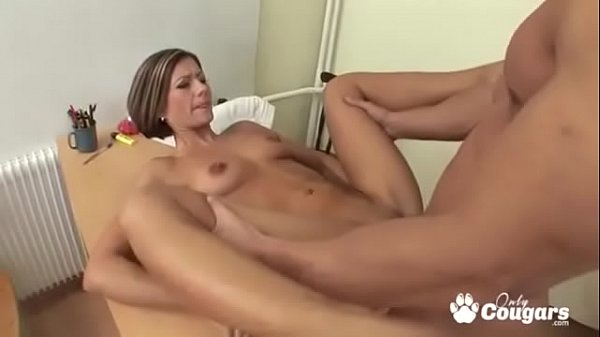 milf-spreads-her-legs-wide-for-some-anal