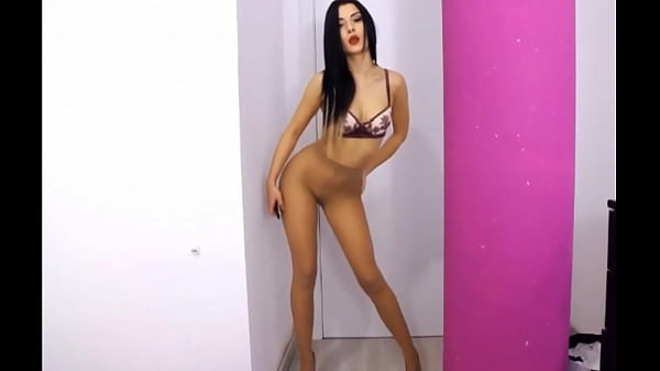 sexy-camgirl-in-nude-seamed-pantyhose