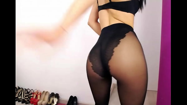 super-sexy-cam-girl-back-in-black-pantyhose