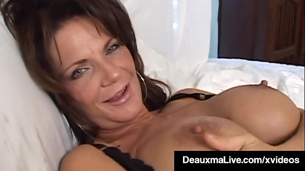 texas-cougar-deauxma-squirts-her-juice-while-dildo-banging